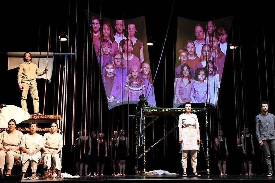 """Szenen aus dem Stück """"Kinder auf der Suche nach Odysseus"""" (Foto: Barbara Ruda)"""