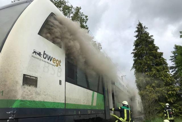 Feuer im Triebwagen: Lokführer bringt seine Fahrgäste in Sicherheit