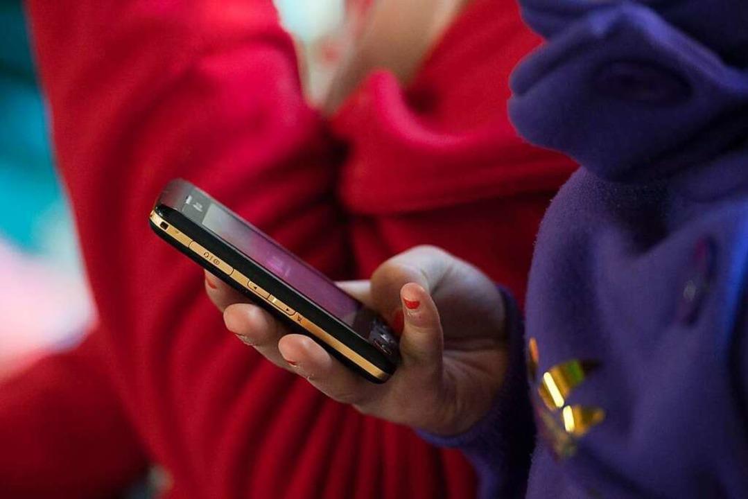 Bei Kinderporngrafie ermittelt die Polizei immer öfter auch gegen Minderjährige.    Foto: Armin Weigel (dpa)