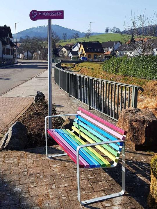 Wallburg will Mitfahrerbänke ausprobieren – wie hier in Schuttertal.    Foto: Beate Zehnle-Lehmann
