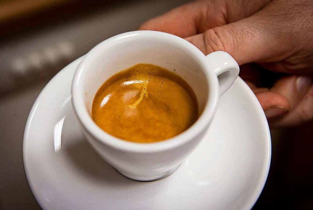 Bald lässt sich der Espresso auch wieder auswärts so genießen.    Foto: Frank Rumpenhorst (dpa)