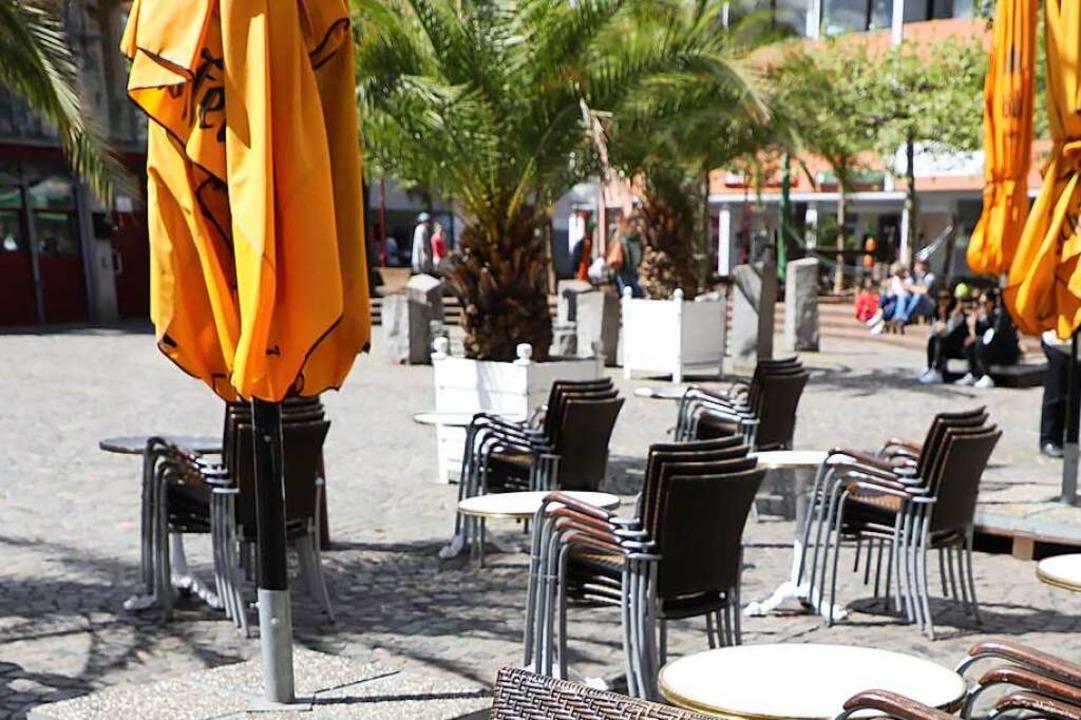 Noch sind auf dem Lahrer Marktplatz di...tzt – von Gästen besetzt werden.  | Foto: Christoph Breithaupt