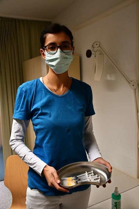 Die Vorbereitungen sind getroffen: Jet... Fünf-Minuten-Takt zur Impfung kommen.  | Foto: Tanja Bury