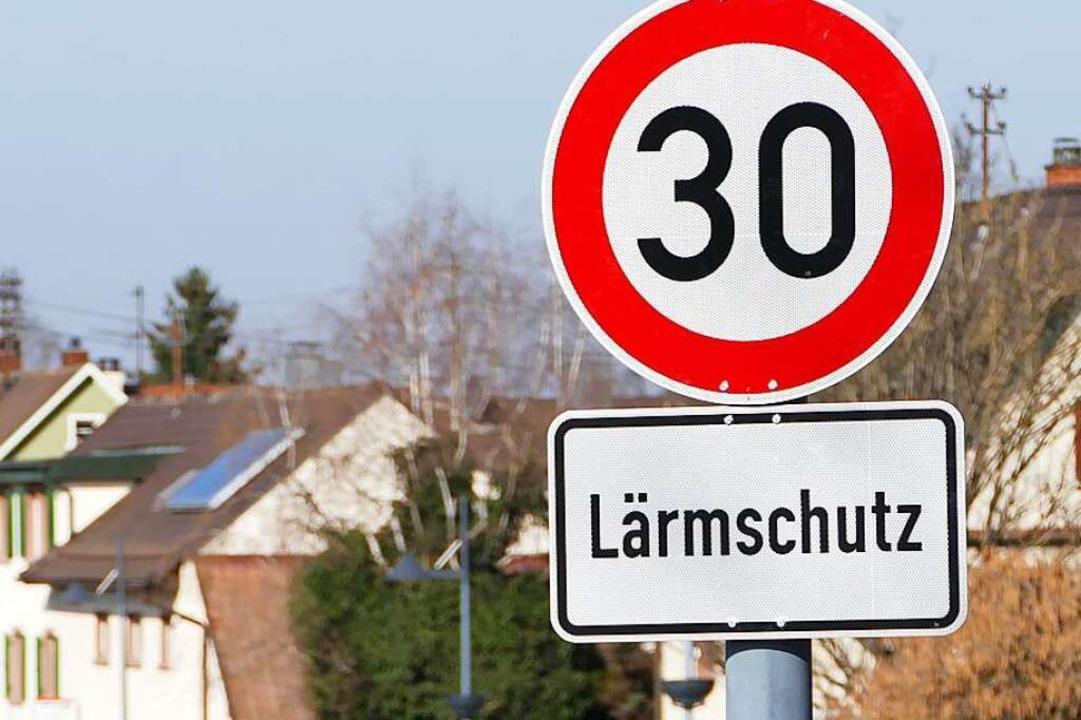 In Binzens Ortsdurchfahrt gilt Tempo 3... bald von den Behörden genehmigt wird.    Foto: Victoria Langelott
