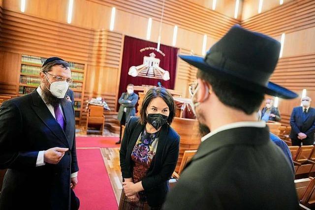 Vertreter aus Politik und Kirchen besuchen jüdische Gottesdienste