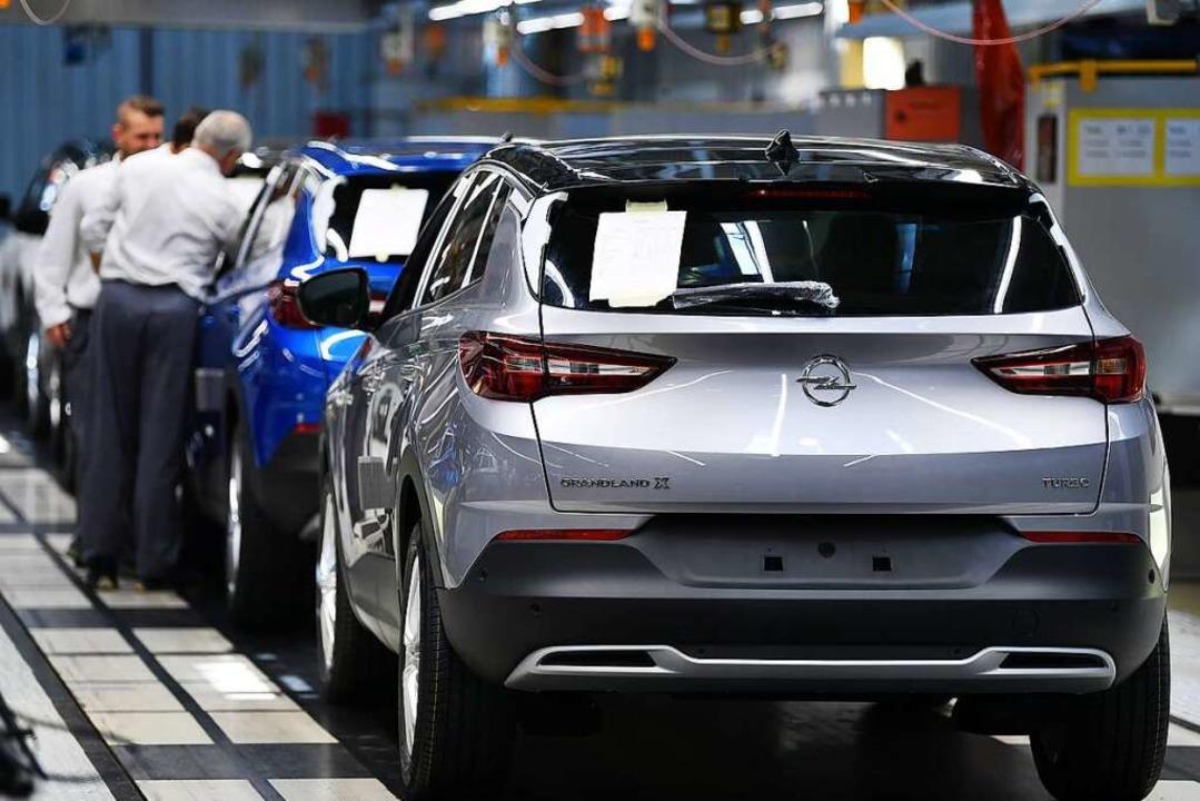 Auch die Automobilindustrie ist von Ma...der  der Airbag ausgelöst werden muss.    Foto: Martin Schutt (dpa)