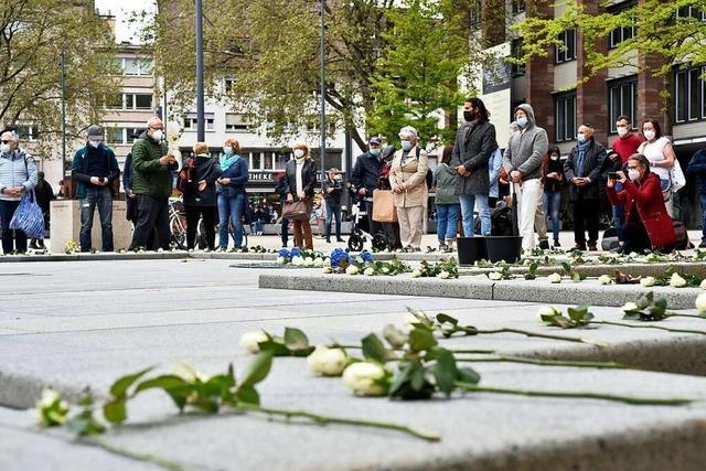 360 Rosen für die Freiburger Opfer des Holocaust – und ein Provokateur