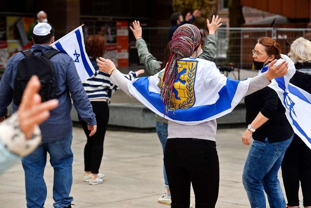 Singen und Tanzen für Frieden in Israel  | Foto: Thomas Kunz