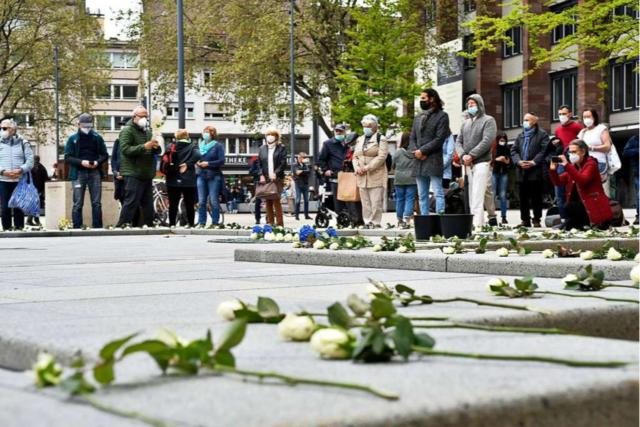 360 Rosen für Freiburger Opfer des Holocaust - und ein Provokateur