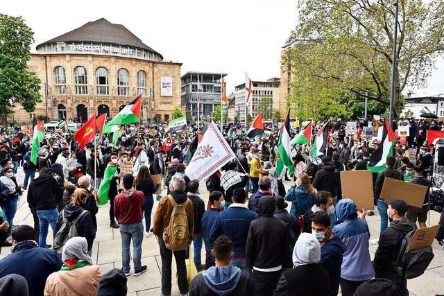 Hohe Sicherheitsvorkehrungen wegen Demonstrationen auf dem Platz der Alten Synagoge in Freiburg