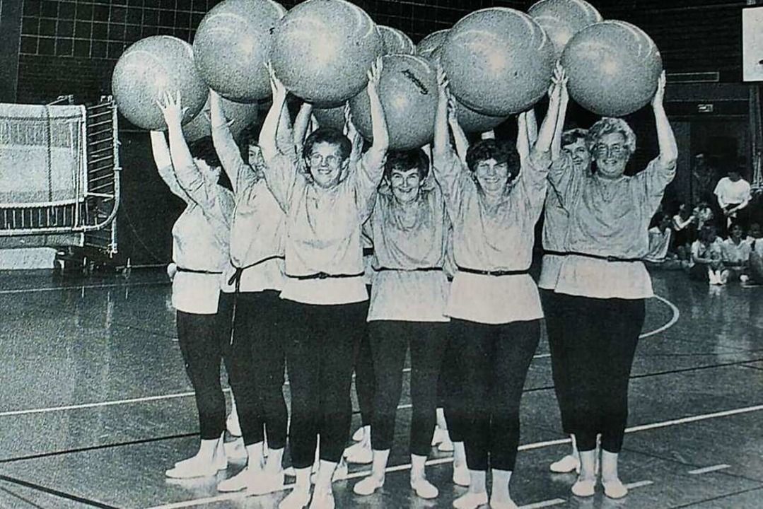 Eine von Trudel Schurrs  Frauengruppen (1986), sie steht vorne in der Mitte  | Foto: Ulrike Le Bras