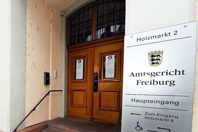 29-Jähriger nach Tritten gegen Wurstautomaten in Bötzingen und Spuckattacke gegen Polizisten verurteilt
