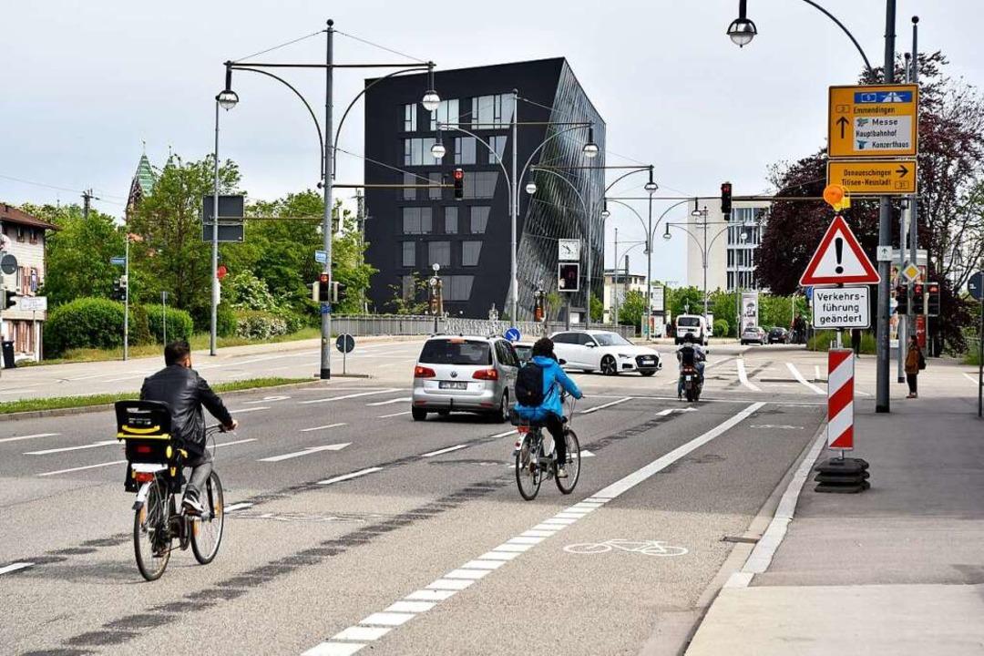 Eher die Ausnahme: Radler und Radlerin...g auf der Heinrich-von-Stephan-Straße.    Foto: Thomas Kunz