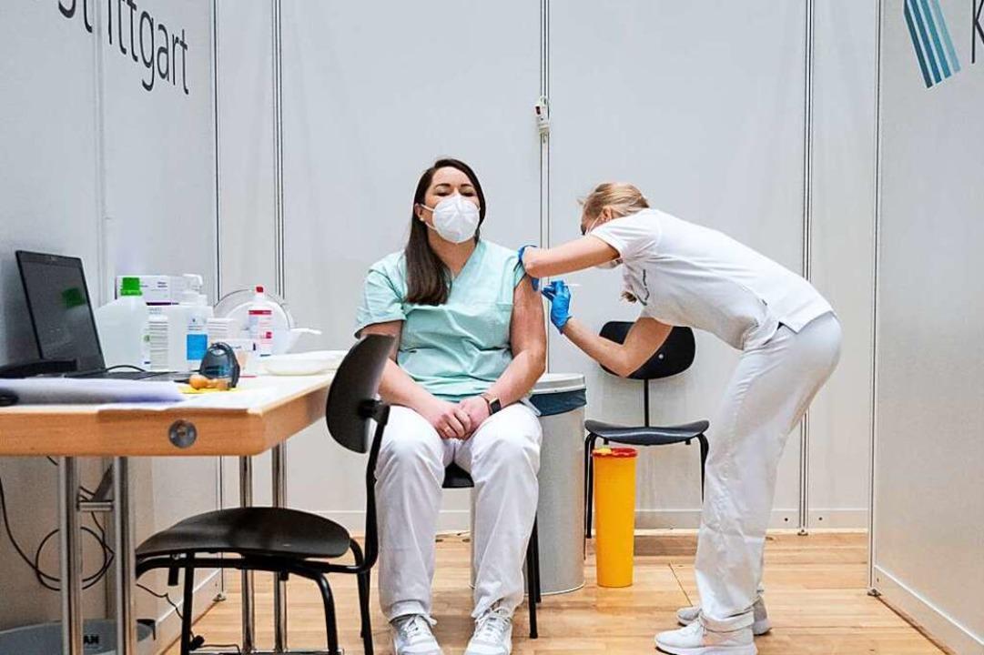 "Impfung gegen Sars-CoV-2 zu Beginn der...zubekommen"", sagt Layla Distler.    Foto: Marijan Murat (dpa)"