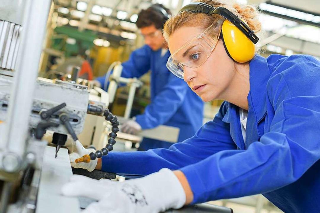 Weibliche Beschäftigte in der Industrie sind bislang eine Minderheit.  | Foto: Phovoir
