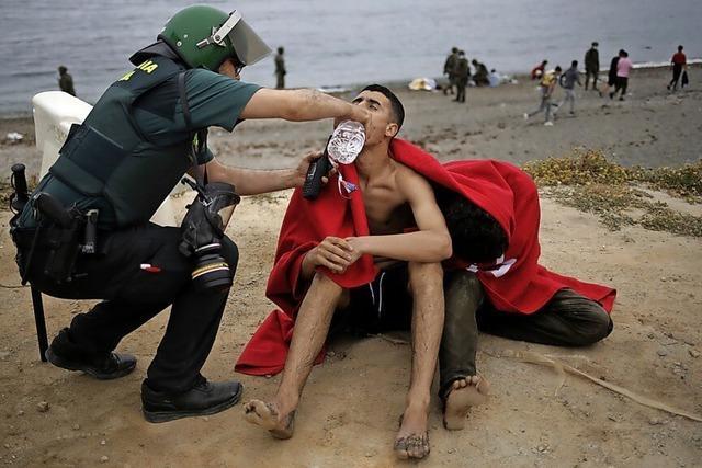 Tausende Migranten erreichen das spanische Ceuta