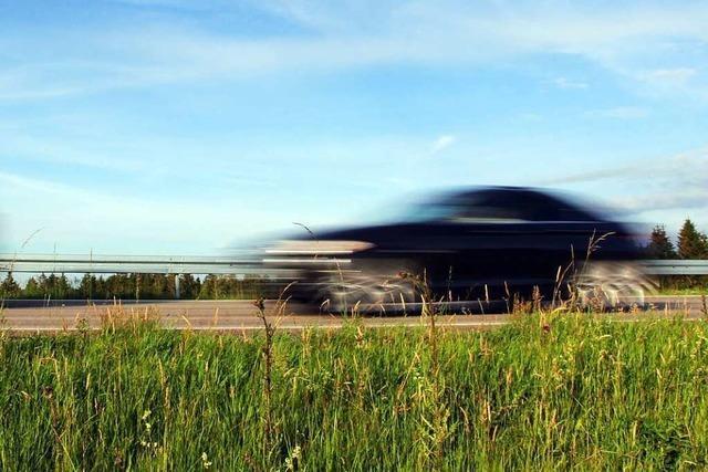 Auto gefährdet Kind und Vater am Gundelfinger Rebberg