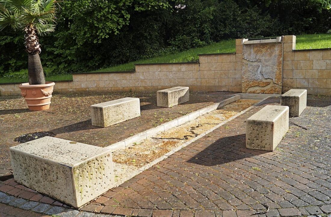 Liegt trocken: der Brunnen an der  Schwarzmattstraße in Badenweiler    Foto: Silke Hartenstein