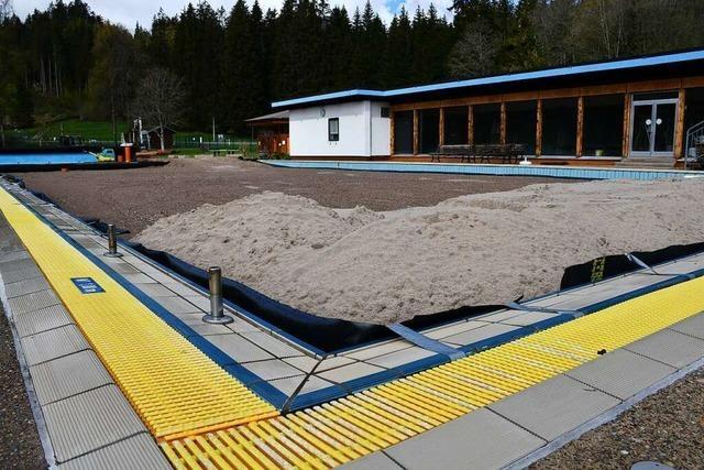 Sand füllt nun das Schwimmbecken in Titisee