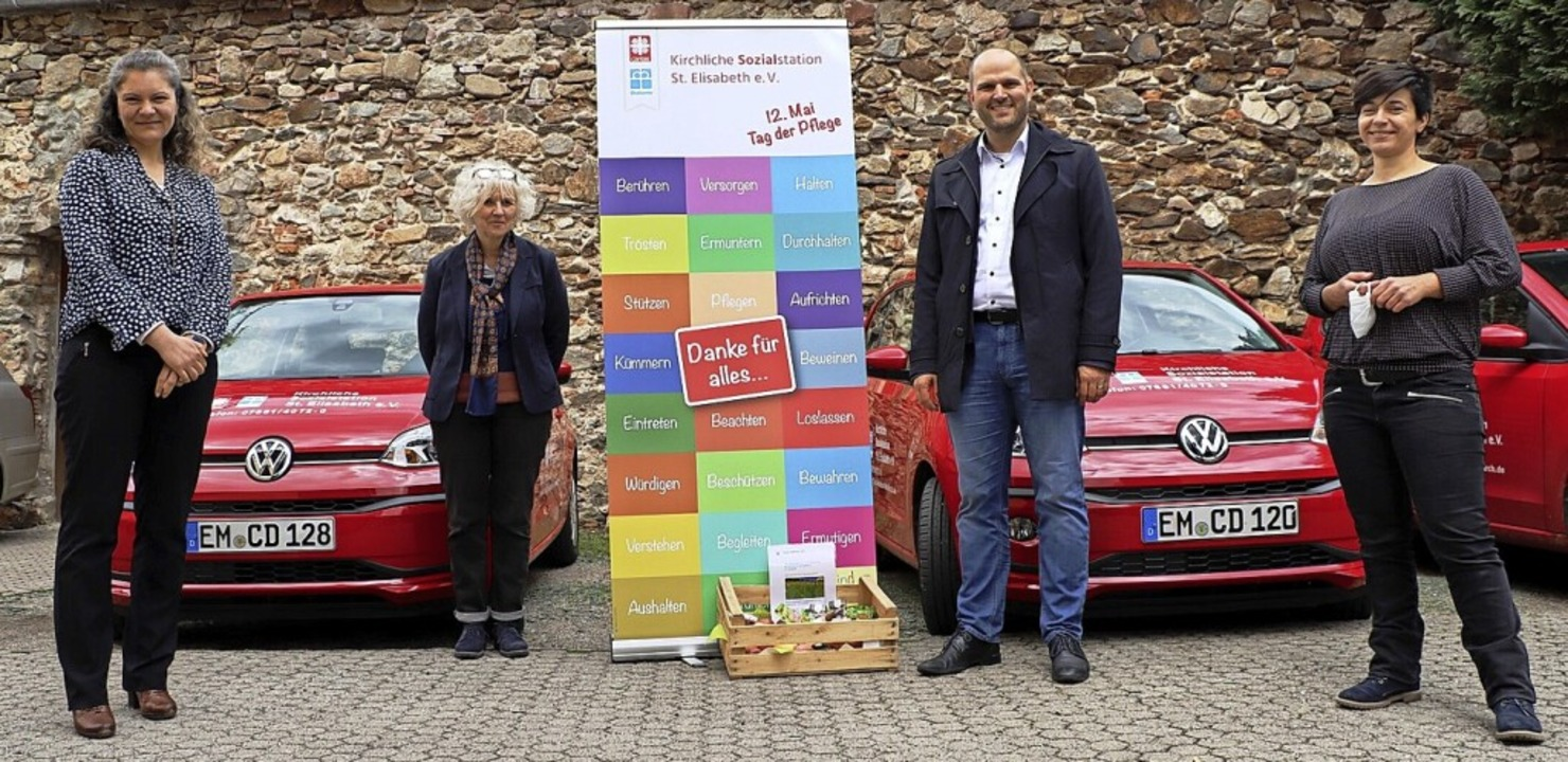 Dankeszeichen  zum  Tag der Pflege übe...führerin Petra Spaniol-Höfner (links).    Foto: Stadt Waldkirch
