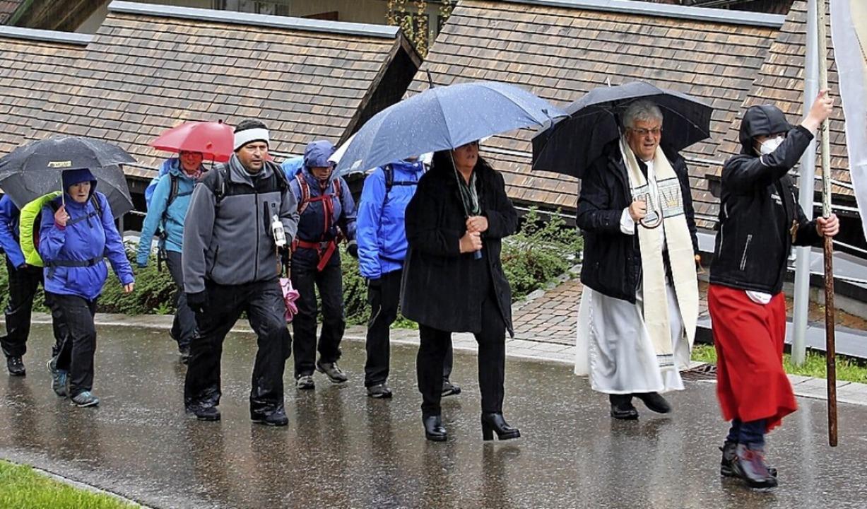 Aus Solidarität mit den Wallfahrern, d... Ort zur Todtmooser Wallfahrtskirche.     Foto: Andreas Böhm