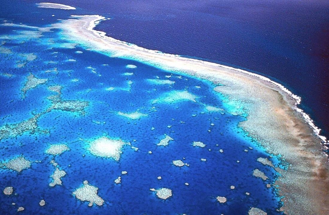 Noch wirken die Weltmeere als Bremsen ...Barrier Reef vor Australiens Ostküste.  | Foto: DB