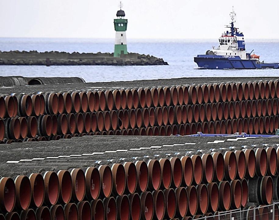 Rohre für die geplante Rohrleitung in Sassnitz auf der Insel Rügen     Foto: Stefan Sauer (dpa)