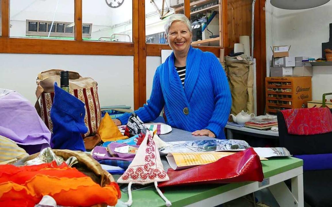 In Doris Glatts Upcycling-Atelier beko...t nur schöne Stoffe ein zweites Leben.    Foto: Martina David-Wenk
