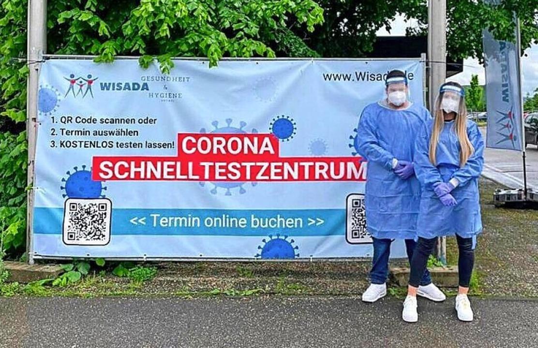 Corona-Station in Emmendingen mit Albe...Schwendemann vom dortigen Testpersonal    Foto: Wisada Kava Adanur