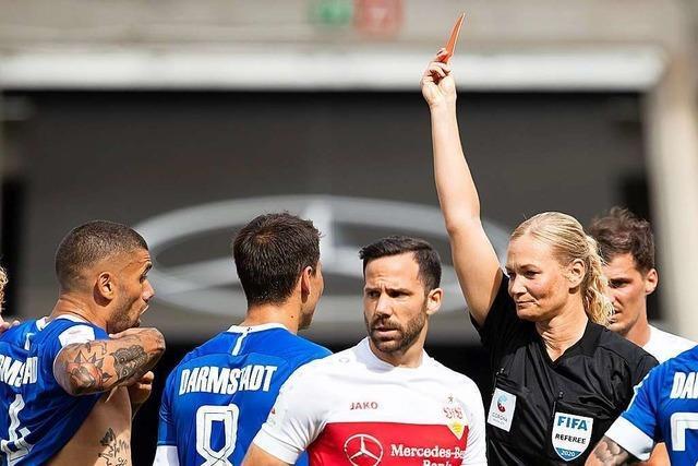 Neun Frauen fordern mehr Geschlechtergerechtigkeit im deutschen Fußball