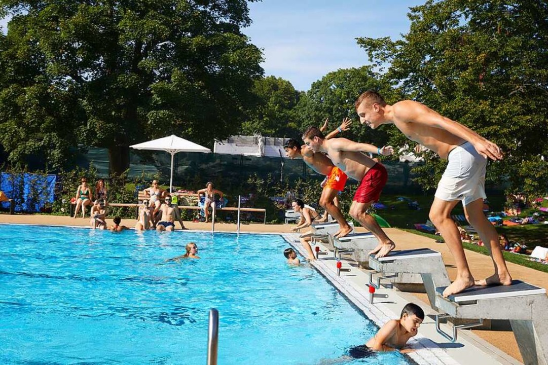 Start in die Badesaison: In Offenburg ...izeitbad für bis zu 700 Gäste täglich.  | Foto: Freizeitbad