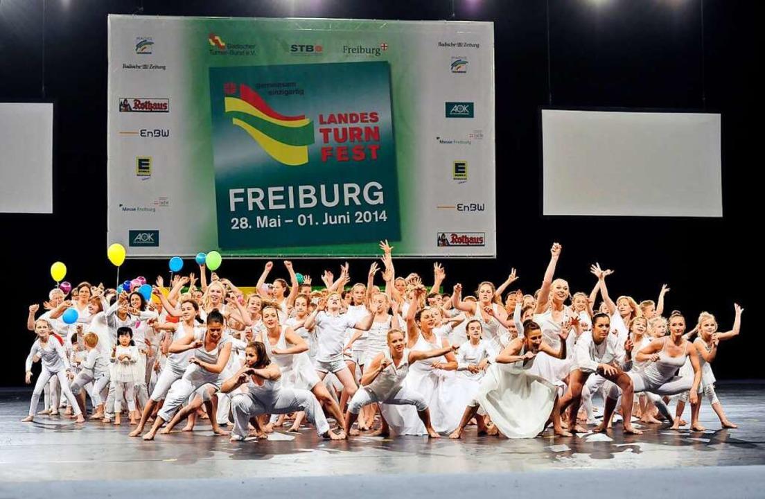 Shows begeistern Zuschauerinnen und Zu...bei der Turnfestgala 2014 in Freiburg.  | Foto: Thomas Kunz