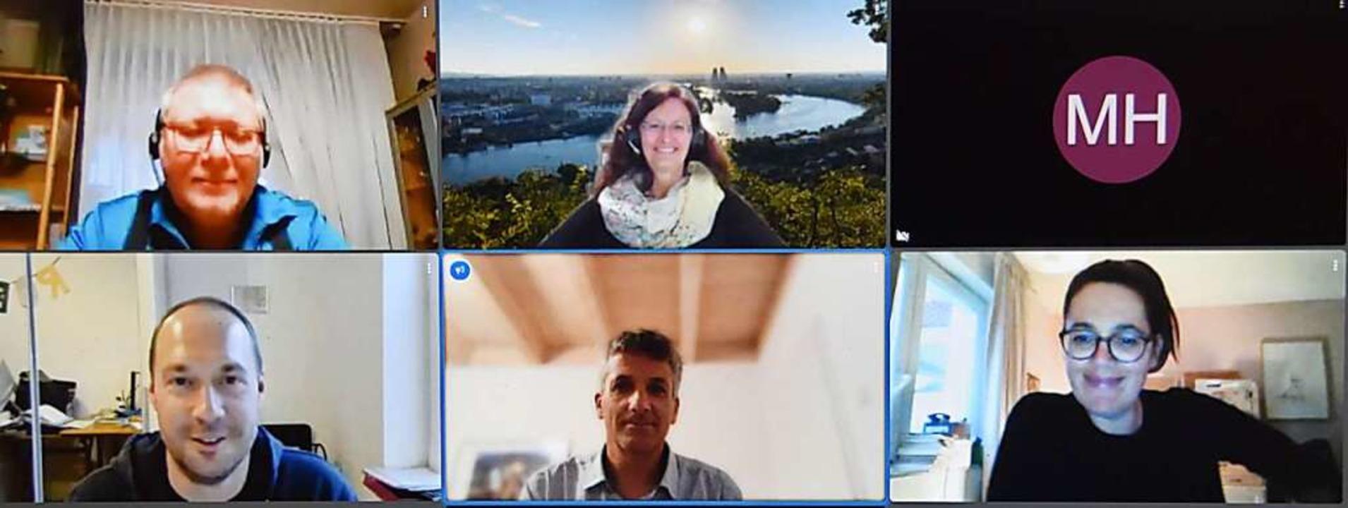 Bernhard Albert Greiner und   Karin Ke...el und  Mélanie Weiß (unten von links)    Foto: Screenshot Mitgliederversammlung Freun...Lise-Meitner-Gymnasium Jitsi-Konferenz