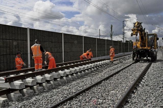 Neue Gleise und Bahnsteige vor Eröffnung