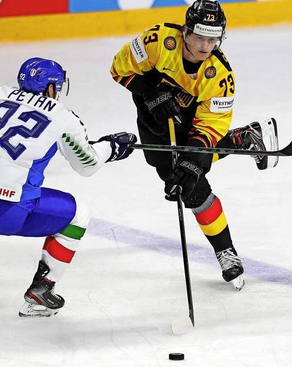 Sieht fast so elegant aus wie beim Eis...hts) gegen den Italiener Alex Petan     | Foto: Sergei Grits (dpa)