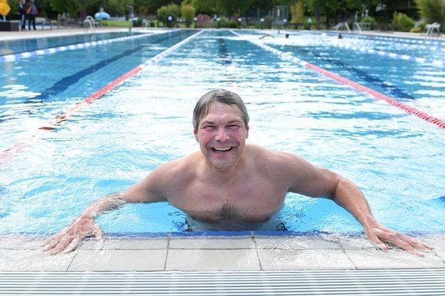 Anbaden mit Schlotterfaktor: Das Freiburger Strandbad hat wieder geöffnet
