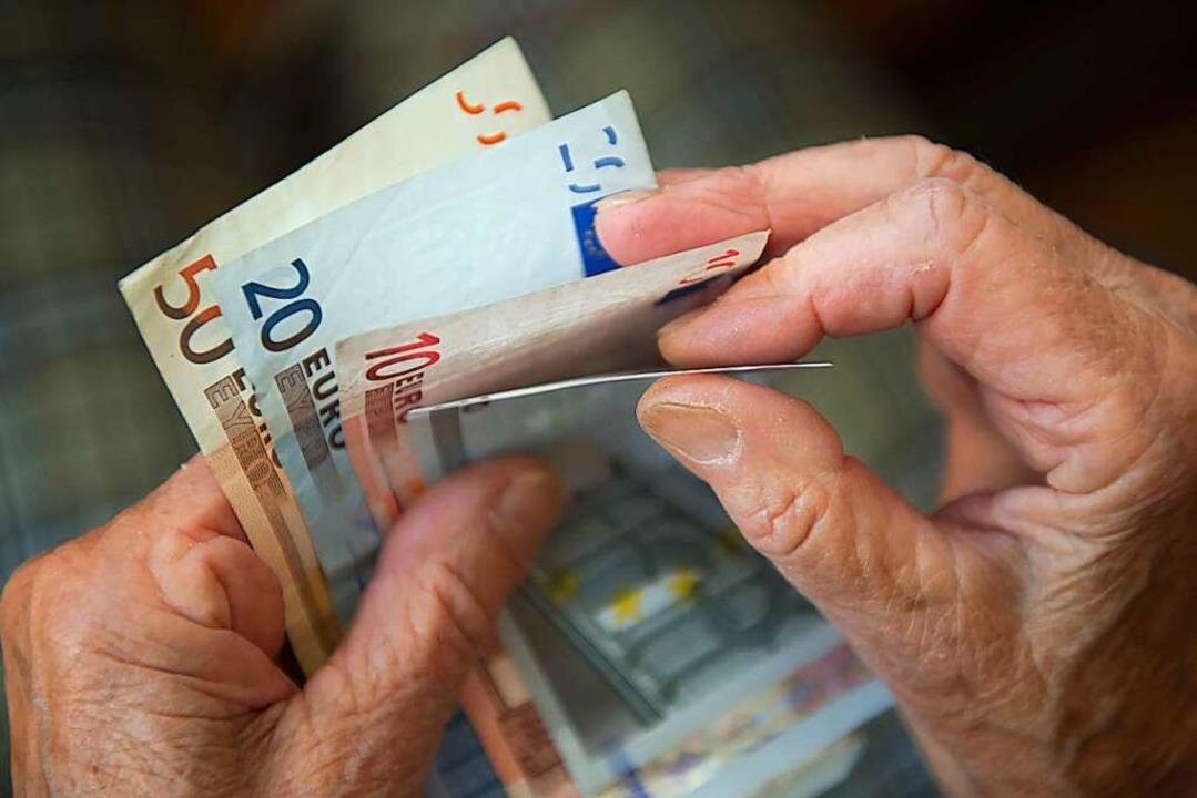 Reicht das Geld im Alter? Mit dieser F...beschäftigen sich immer mehr Menschen.    Foto: Marijan Murat (dpa)