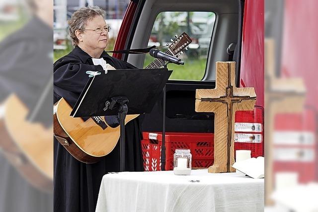 Evangelische Christen feiern Autogottesdienst