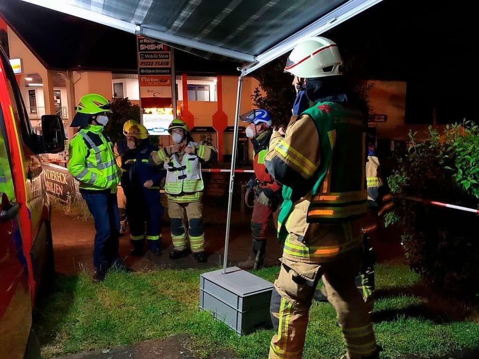 Einsatzbesprechung: Feuerwehr, THW, ei...rma und der Betriebshof waren vor Ort.    Foto: Feuerwehr Heitersheim