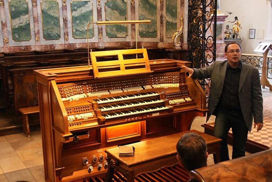 Der Organist Eduard Wagner erläutert a... Orgel in der Klosterkirche St. Peter.  | Foto: Hans Jürgen Kugler