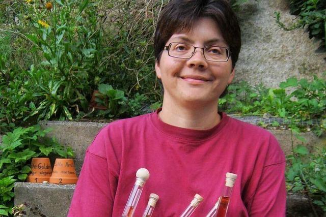 Petra Rehm-Hug aus Horben bietet Kräuterwanderungen an