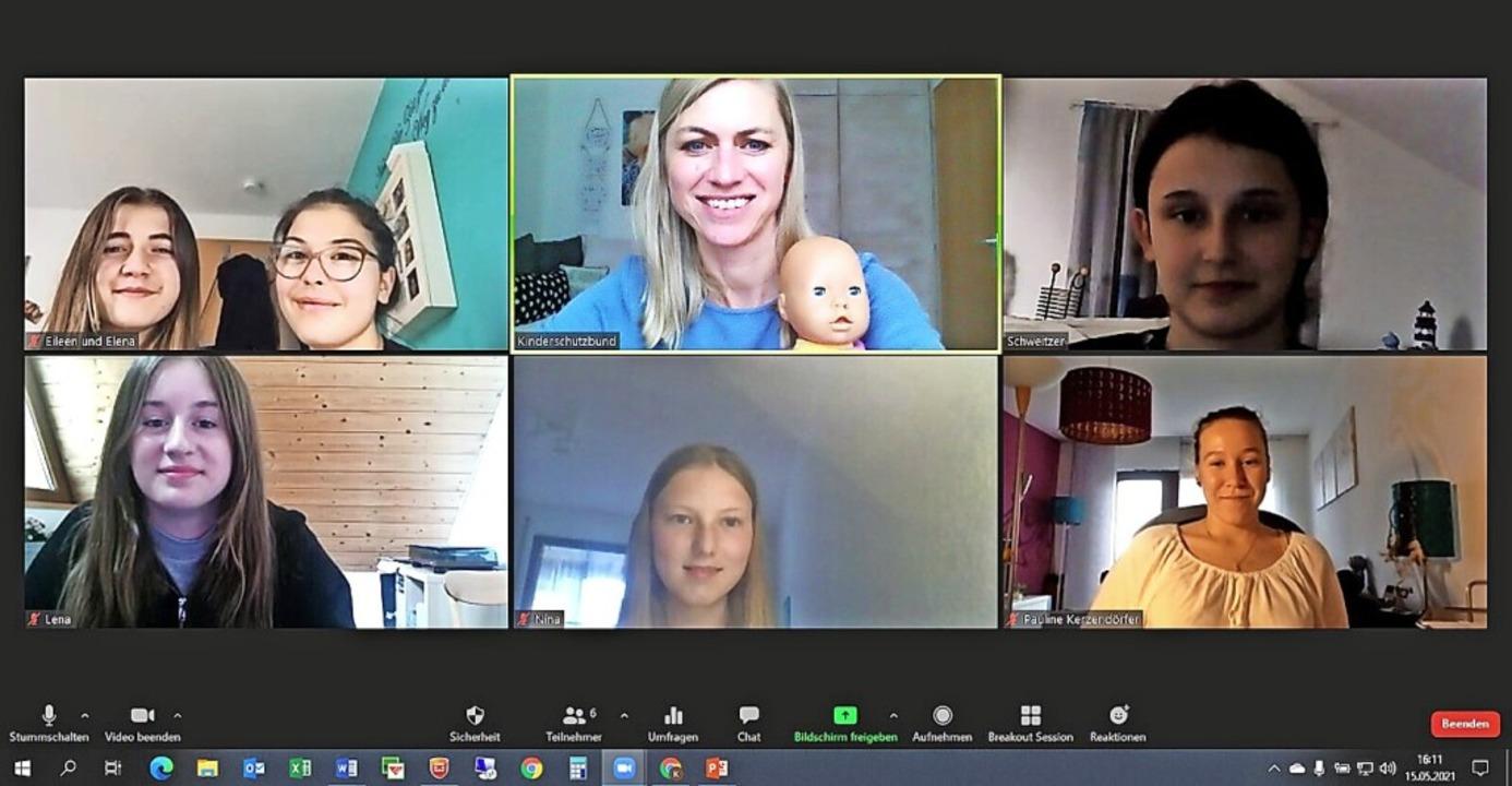<BZ-FotoAnlauf>Kinderschutzbund:</BZ-F...sich über sechs neue Babysitterinnen.     Foto: Kinderschutzbund Schopfheim