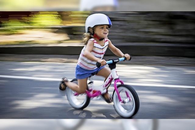 Kleine Kinder in Bewegung bringen