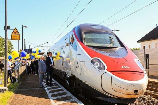 Großer Bahnhof am kleinen Bahnhalt: Der erste ECE ist in Ringsheim angekommen