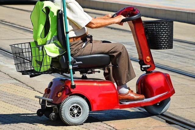84-Jähriger fährt mit 1,6 Promille auf elektrischem Krankenfahrstuhl durch Weil
