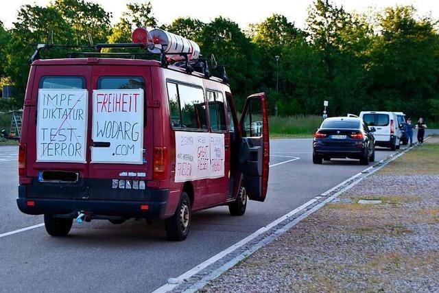 Nur 22 Fahrzeuge nehmen am Autokorso der Querdenker im Kreis Lörrach teil