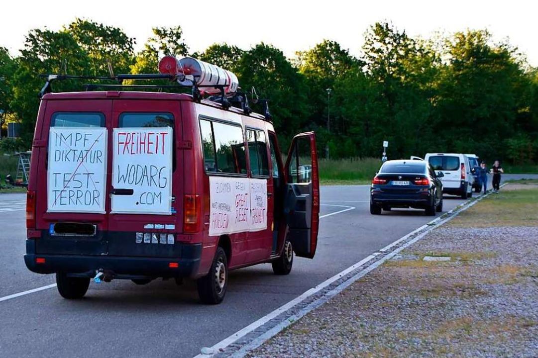 Auf dem Festplatz beim Tutti Kiesi end...te wieder von den Fahrzeugen entfernt.  | Foto: Horatio Gollin