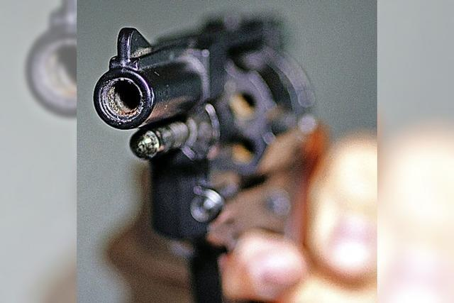 Busfahrer in Gundelfingen mit Waffe bedroht