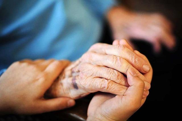 Kabinett beschließt Pflegereform mit Pflicht zur Tarifbezahlung