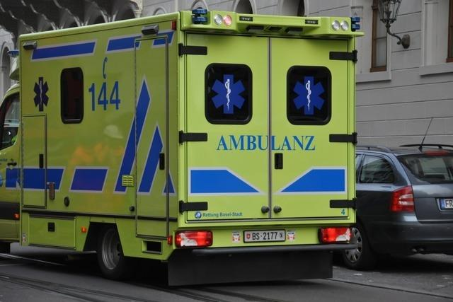 Weiler Feuerwehrmänner retten einen Basler Rettungswagen